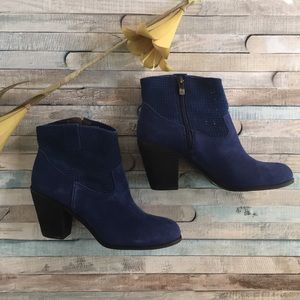 Vince Camuto Holden Bootie in Oxford Blue, 7.5